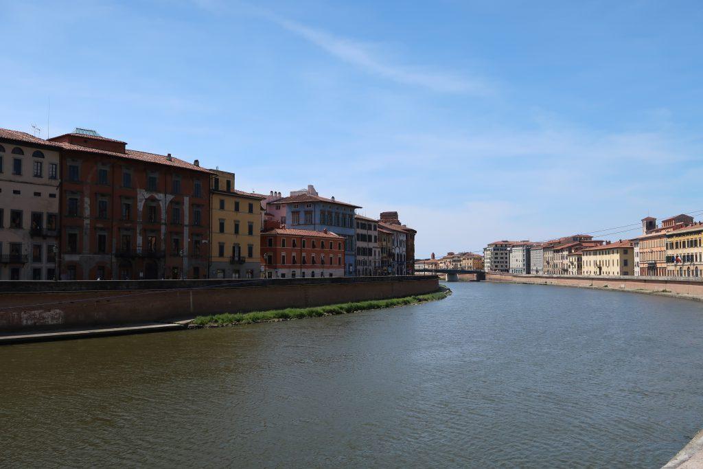 Pisa in un giorno: passeggiata sul Lungarno