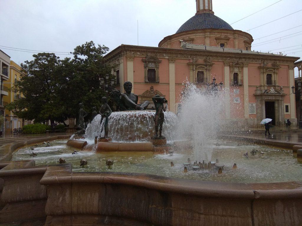 La fontana di Plaza de la Virgen