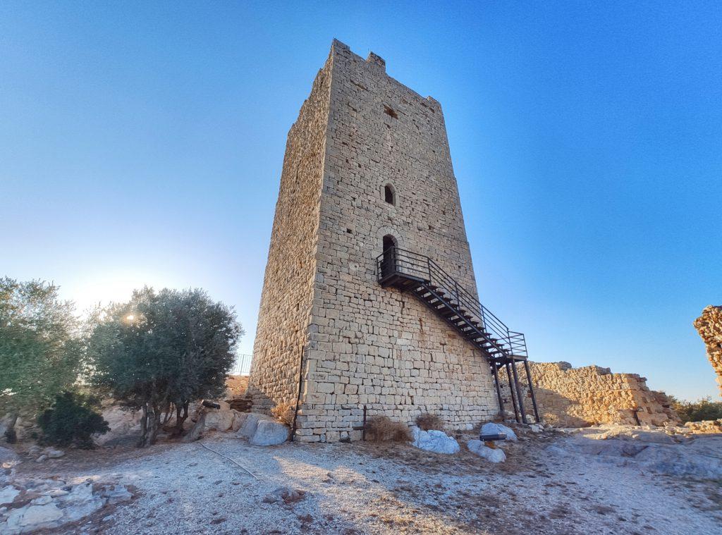 Cosa vedere a Posada: il Castello della Fava