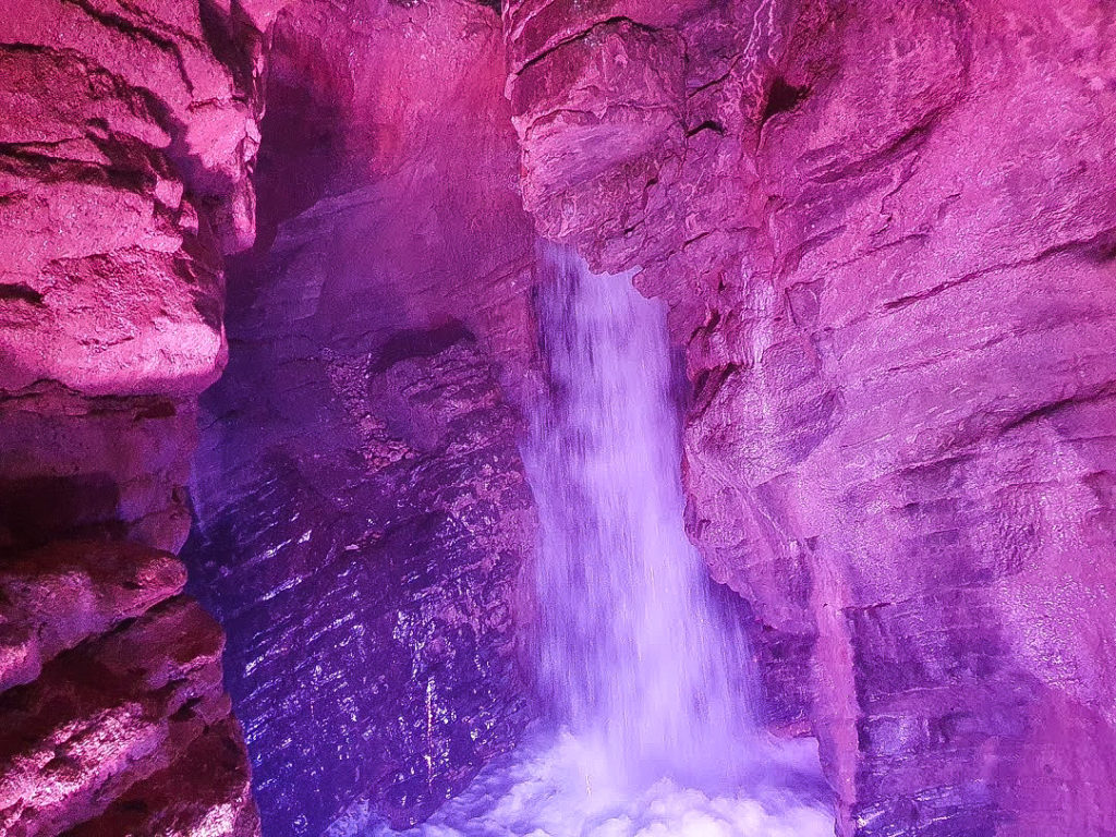 La vista sulla cascata del Varone dalla Grotta Inferiore