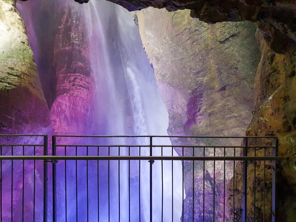 La vista sulla cascata del Varone dalla Grotta Superiore