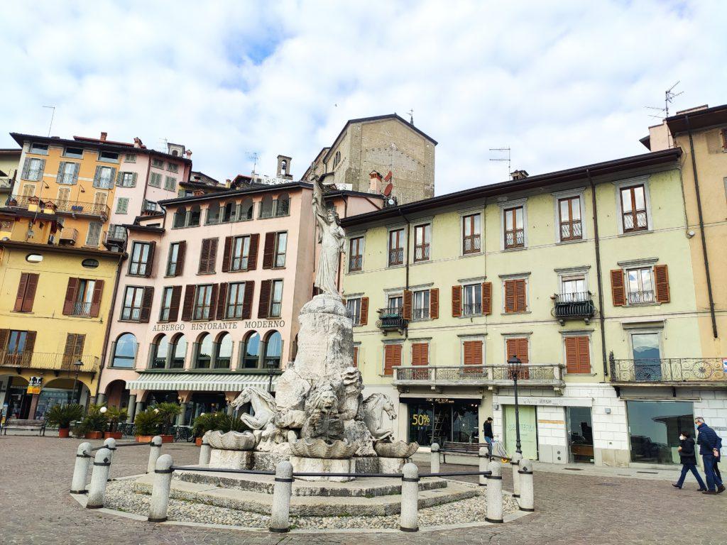 Cosa vedere a Lovere: piazza tredici martiri